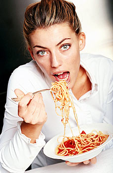 womaneatingpasta