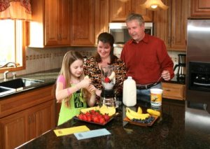 kid-making-helathy-smoothie-with-family