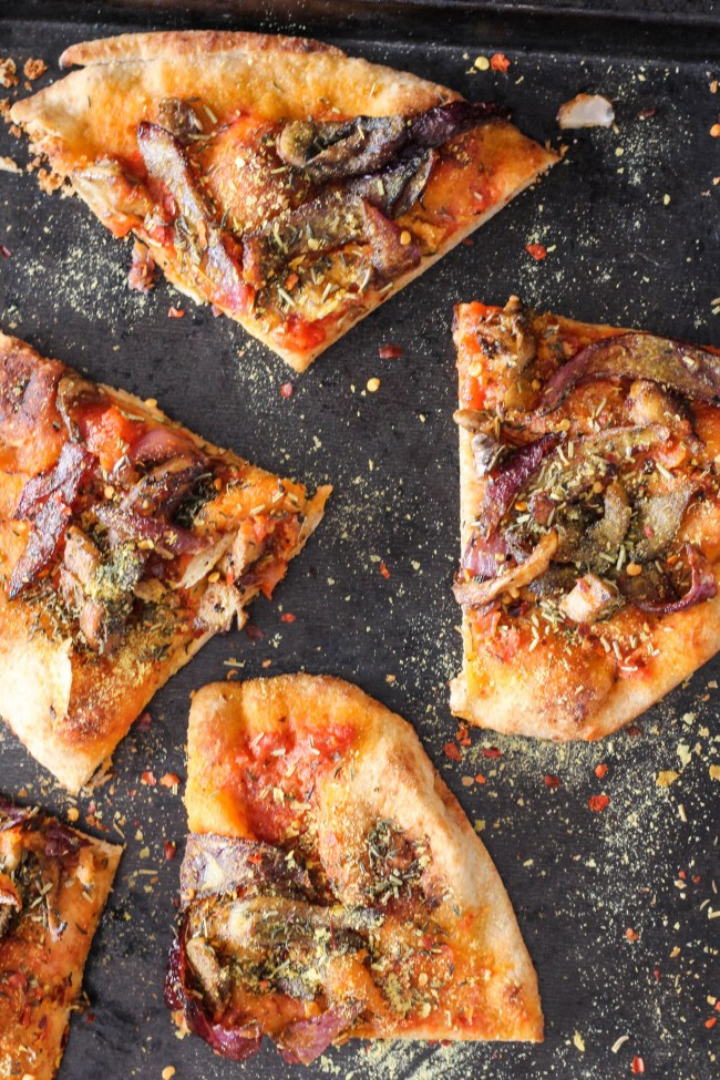 caramelize-onion-mushroom-naan-pizzas-tomato-wellness